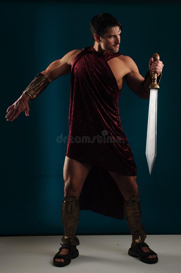 Προκλητικός gladiator χτυπά έναν μοναδικό θέτει στοκ εικόνες