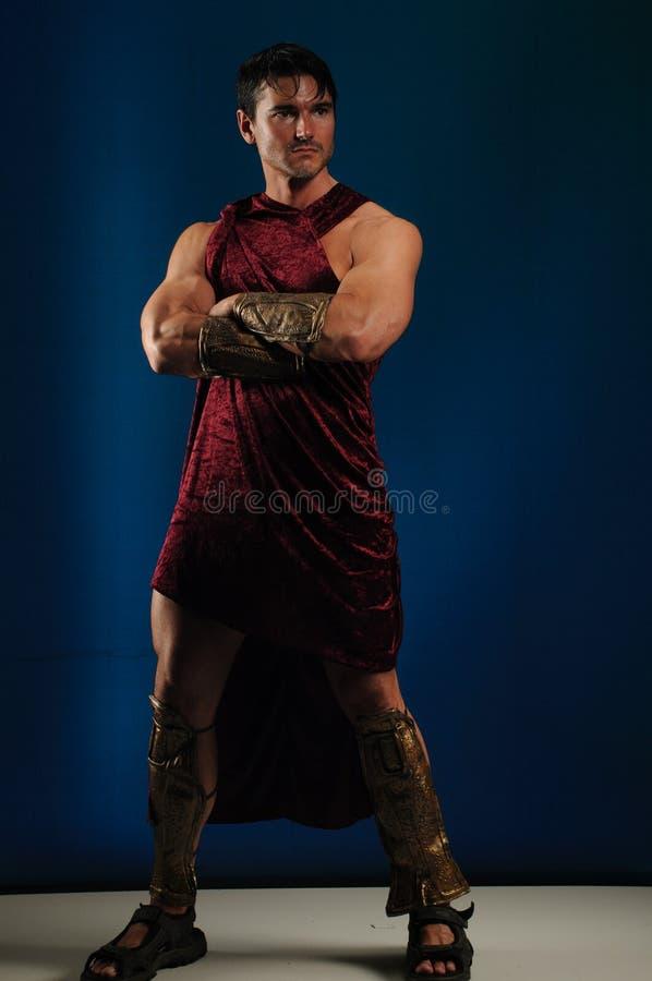 Προκλητικός gladiator χτυπά έναν μοναδικό θέτει στοκ φωτογραφία