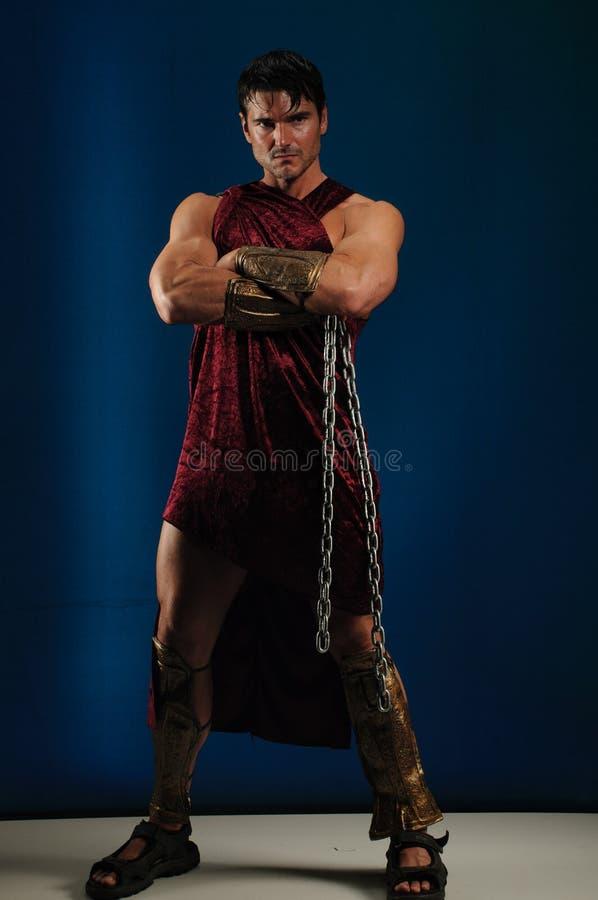 Προκλητικός gladiator χτυπά έναν μοναδικό θέτει στοκ εικόνα