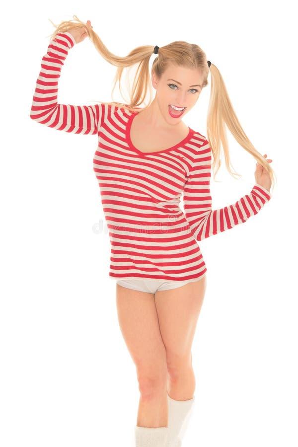 Προκλητικά ξανθά κόκκινα και άσπρα σορτς κιλοτών πουκάμισων στοκ εικόνες με δικαίωμα ελεύθερης χρήσης