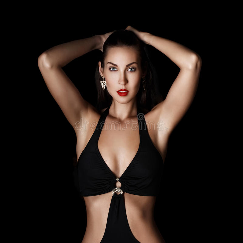 Προκλητική μοντέρνη γυναίκα brunette τη νύχτα στοκ εικόνα με δικαίωμα ελεύθερης χρήσης