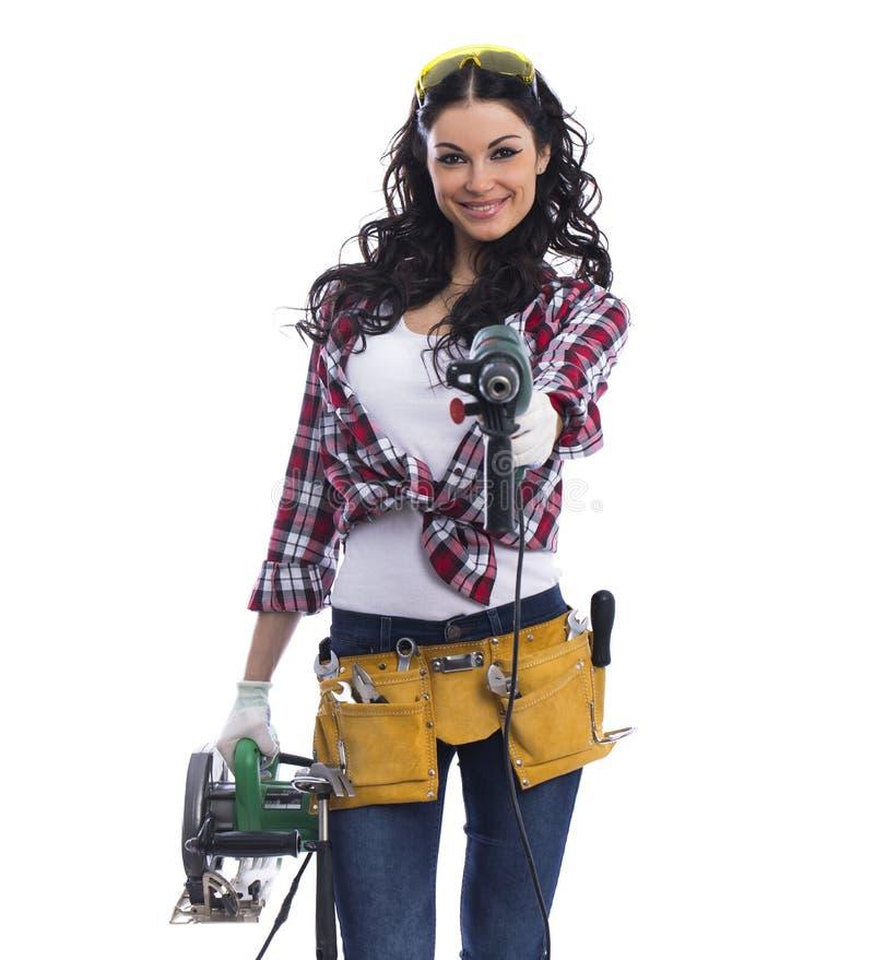 Προκλητικός μηχανικός γυναικών brunette με το κυκλικά πριόνι και perforator στοκ εικόνες με δικαίωμα ελεύθερης χρήσης