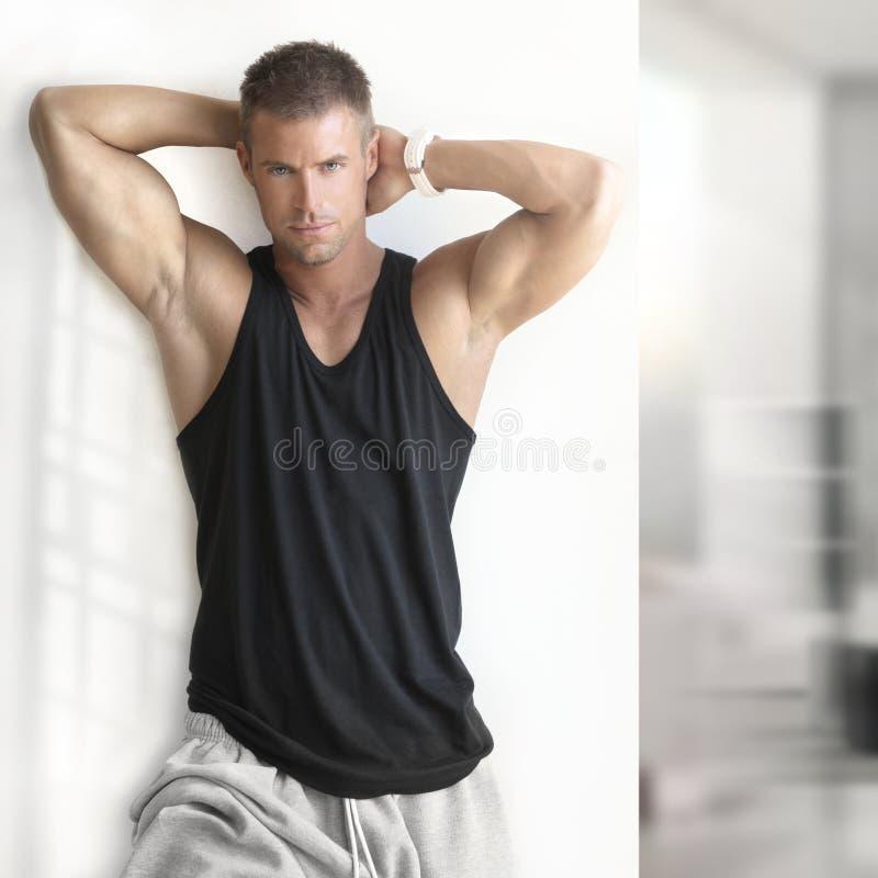 Προκλητικό αρσενικό πρότυπο ικανότητας στοκ φωτογραφίες με δικαίωμα ελεύθερης χρήσης