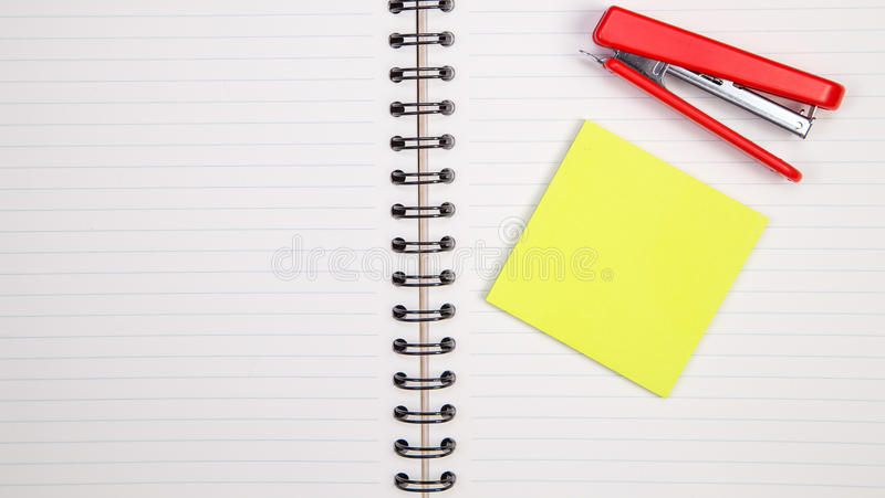 Προμήθειες έννοιας και γραφείων στο λευκό στοκ φωτογραφία