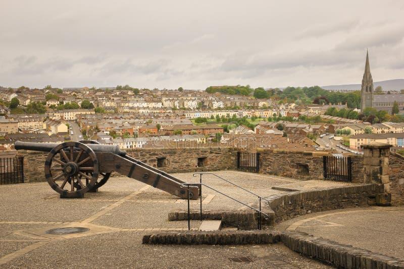 Προμαχώνας και καθεδρικός ναός του ST Eugene ` s Derry Londonderry Βόρεια Ιρλανδία βασίλειο που ενώνεται στοκ φωτογραφία με δικαίωμα ελεύθερης χρήσης