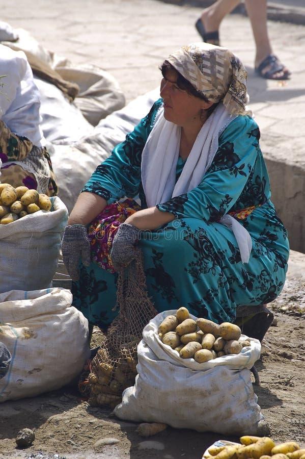 Προμηθευτές στην αγορά του Σάμαρκαντ στοκ φωτογραφία με δικαίωμα ελεύθερης χρήσης