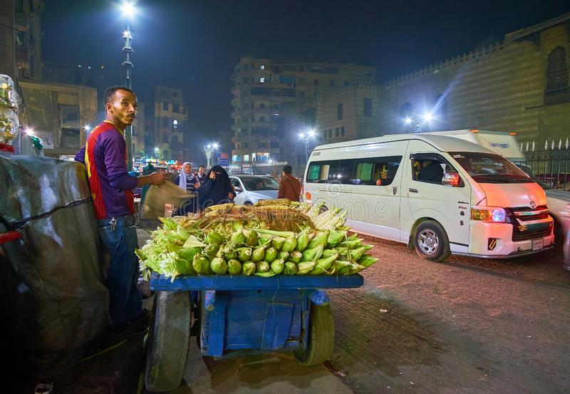 Προμηθευτής καλαμποκιού στη λεωφόρο Al Azhar, Κάιρο, Αίγυπτος στοκ εικόνες