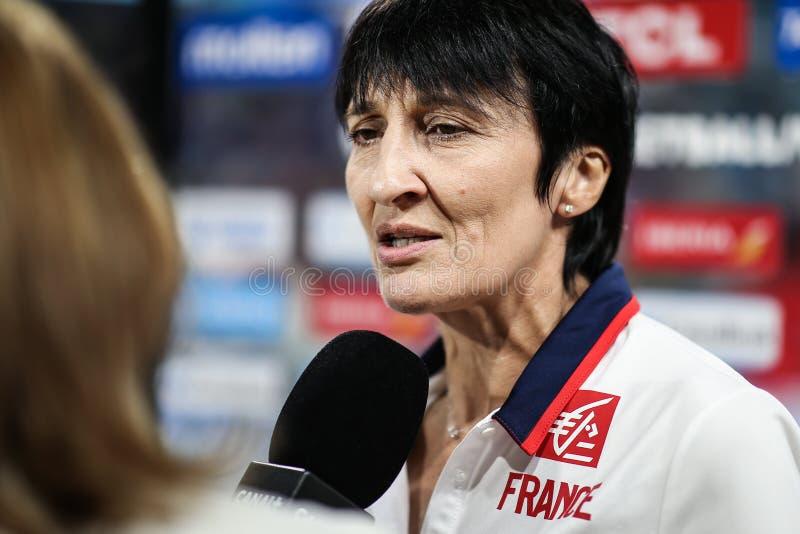 Προπονητής του μπάσκετ της Γαλλίας κατά τη διάρκεια μιας συνέντευξης στοκ εικόνες με δικαίωμα ελεύθερης χρήσης