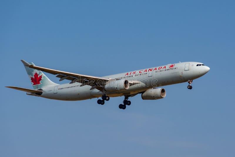 Προσέγγιση προσγείωσης airbus A330-343 του Air Canada στοκ εικόνες με δικαίωμα ελεύθερης χρήσης