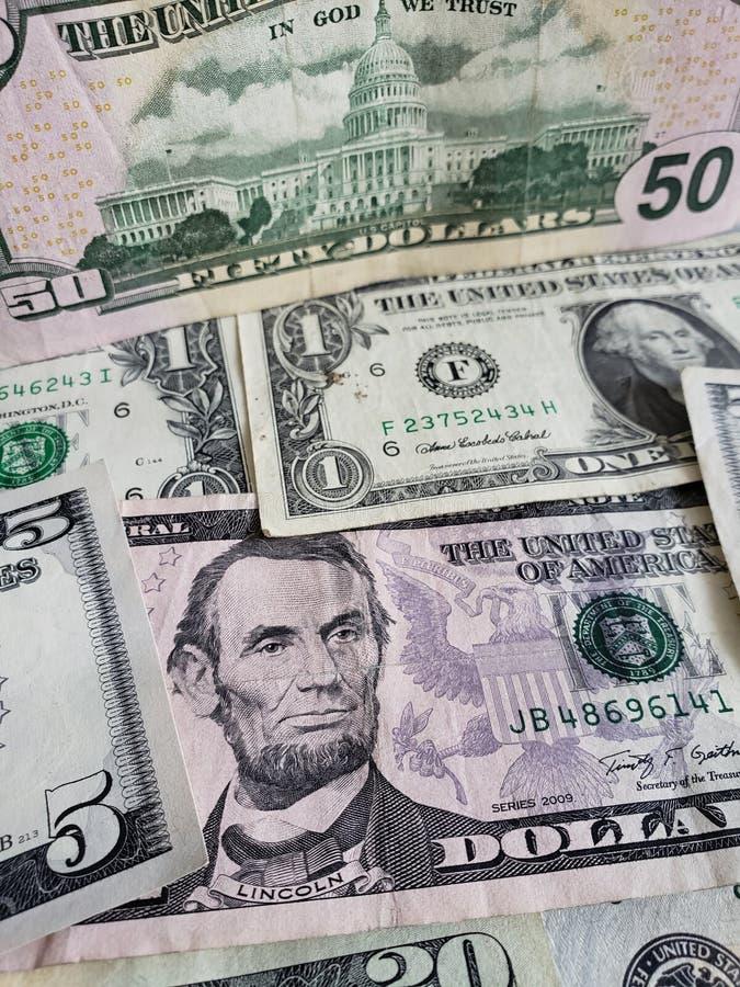 προσέγγιση στα αμερικανικά τραπεζογραμμάτια δολαρίων των διαφορετικών μετονομασιών, του υποβάθρου και της σύστασης στοκ φωτογραφίες