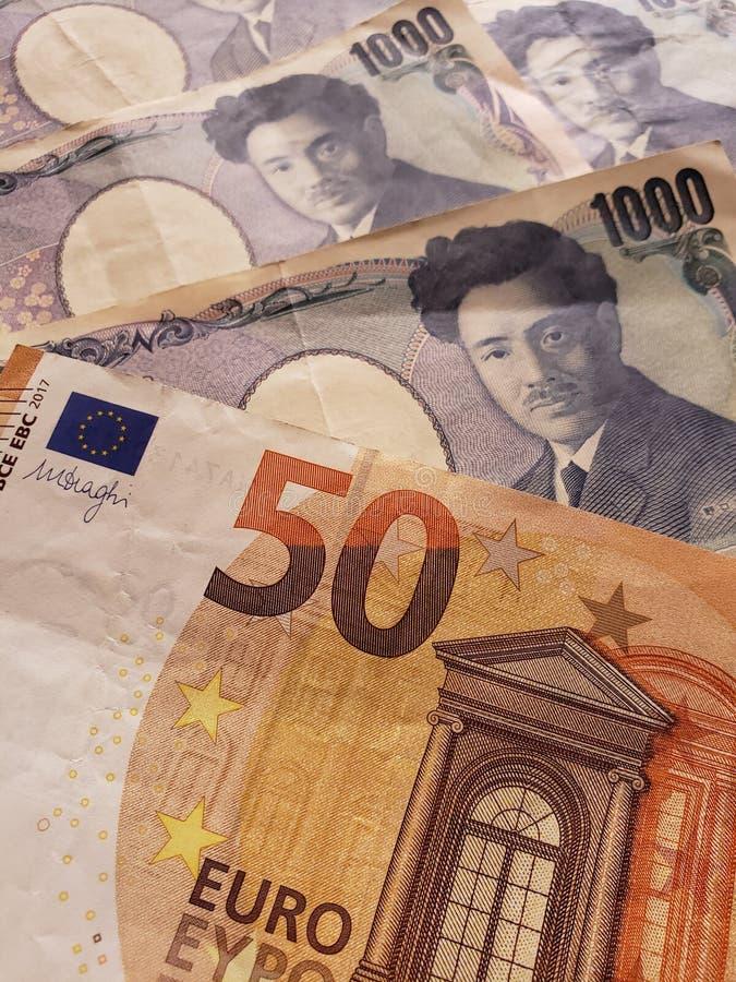 προσέγγιση στο ευρωπαϊκό τραπεζογραμμάτιο πενήντα ευρο- και ιαπωνικό τραπεζογραμμάτιο 1000 γεν στοκ φωτογραφίες με δικαίωμα ελεύθερης χρήσης