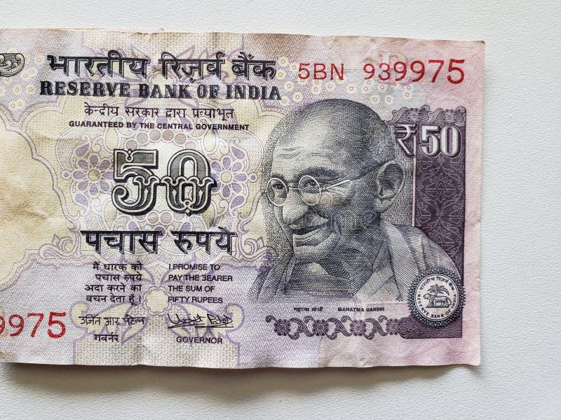 προσέγγιση στο ινδικό τραπεζογραμμάτιο πενήντα ρουπίων στοκ φωτογραφία