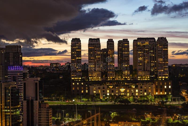 Προσέξτε τα φω'τα νύχτας στην πόλη Πόλη του Σάο Πάολο, Βραζιλία στοκ εικόνες με δικαίωμα ελεύθερης χρήσης