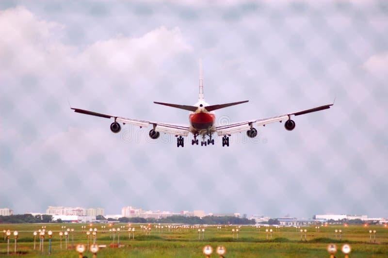Download προσγείωση 747 Boeing στοκ εικόνα. εικόνα από τεράστιος - 2225179
