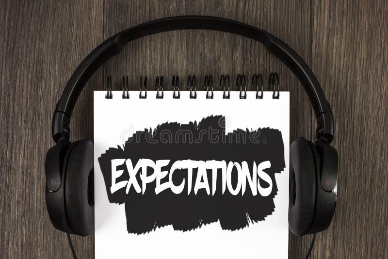 Προσδοκίες κειμένων γραψίματος λέξης Επιχειρησιακή έννοια για τις τεράστιες πωλήσεις στις υποθέσεις αγορών μετοχών έναν ειδικό αν στοκ εικόνες