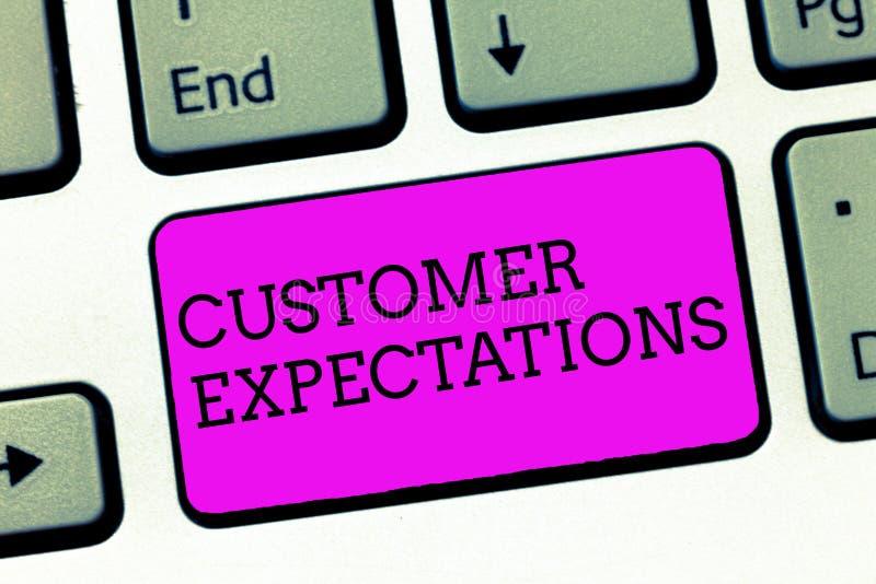 Προσδοκίες πελατών κειμένων γραψίματος λέξης Η επιχειρησιακή έννοια για τα οφέλη ένας πελάτης αναμένει ότι ξεπεράστε τις ανάγκες  στοκ φωτογραφία