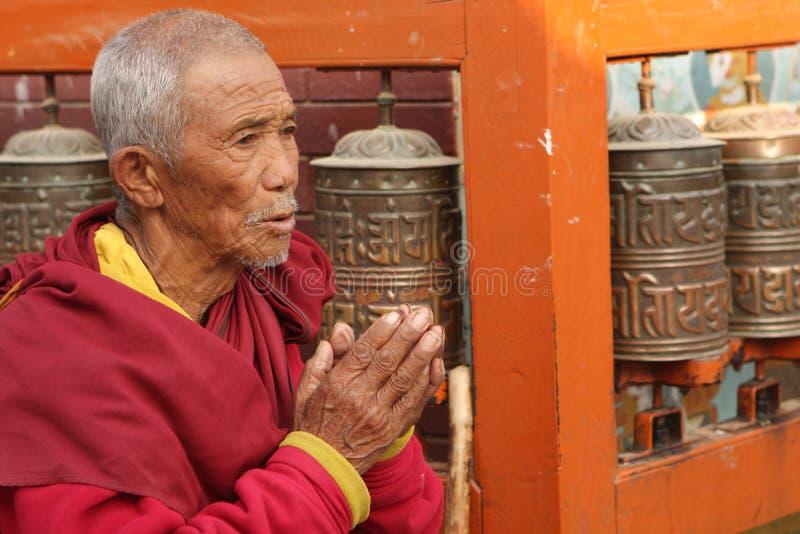 Προσευμένος άτομο στο Κατμαντού στοκ εικόνες με δικαίωμα ελεύθερης χρήσης
