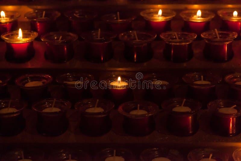 προσευχή εκκλησιών κερ&iot στοκ εικόνες