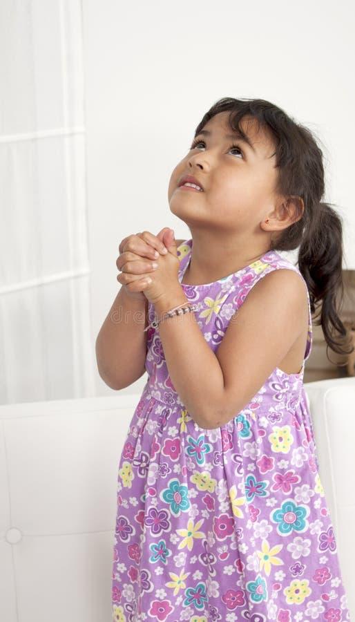 προσευχή κοριτσιών στοκ φωτογραφία με δικαίωμα ελεύθερης χρήσης