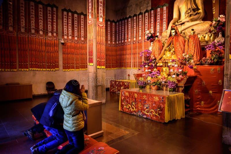 Προσευχή στο ναό, Κίνα στοκ εικόνα με δικαίωμα ελεύθερης χρήσης
