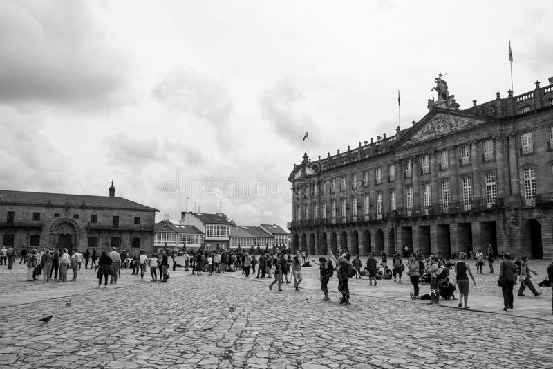Προσκυνητές στο τετραγωνικό Obradoiro μετά από τον τρόπο, τον Οκτώβριο του 2017, Σαντιάγο de Compostela στοκ φωτογραφία με δικαίωμα ελεύθερης χρήσης