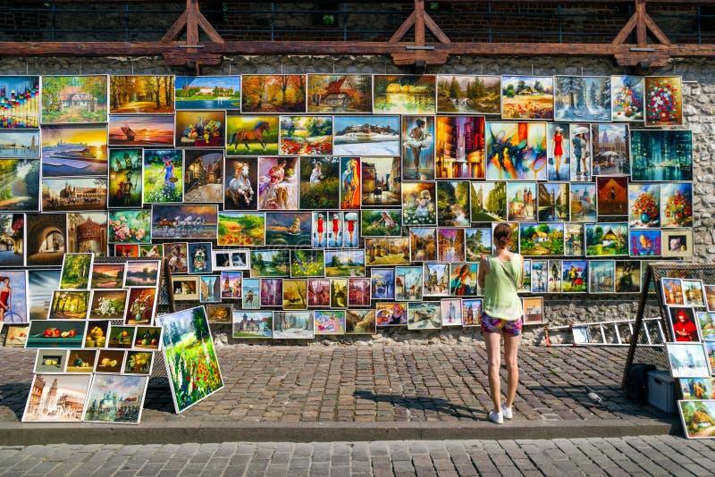 Προσοχή γυναικών στα έργα ζωγραφικής, Κρακοβία στοκ φωτογραφία με δικαίωμα ελεύθερης χρήσης