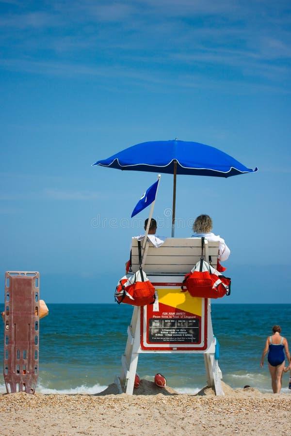 προσοχή lifeguards παραλιών στοκ φωτογραφίες
