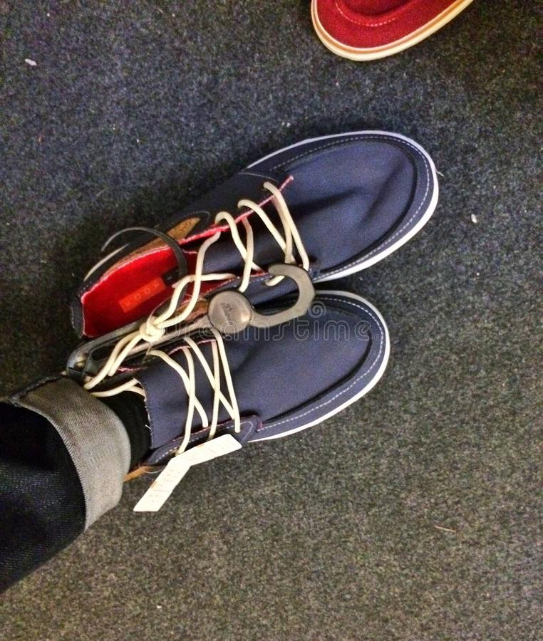 Προσπαθήστε στα παπούτσια στοκ φωτογραφία με δικαίωμα ελεύθερης χρήσης