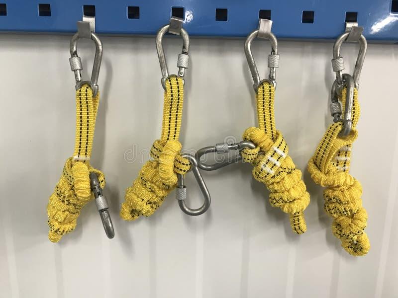 Προστασία πτώσης κορδονιών λουριών βιομηχανικής ασφάλειας στοκ φωτογραφία με δικαίωμα ελεύθερης χρήσης