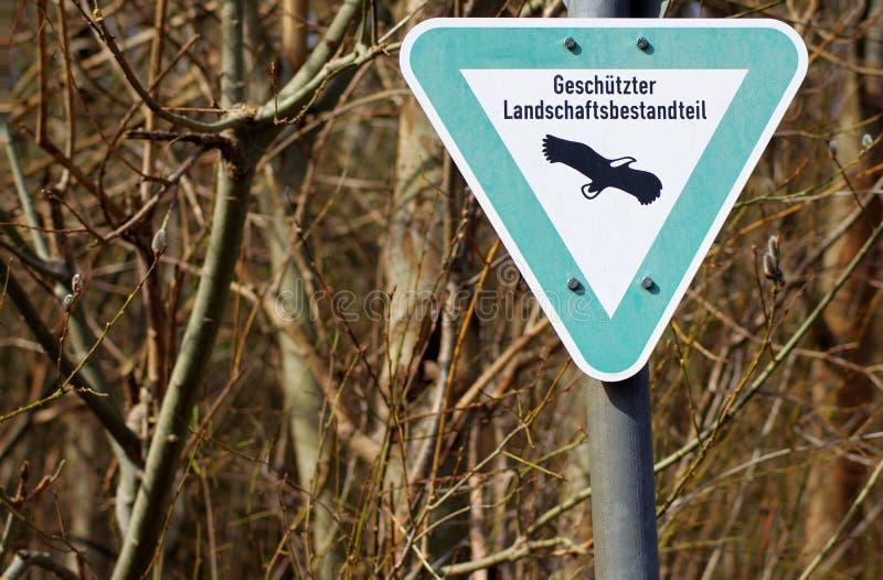 Προστατευμένο προειδοποιητικό σημάδι πουλιών στοκ εικόνες