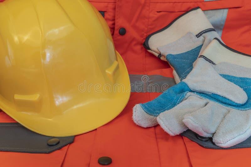 Προστατευτικός εξοπλισμός που απαιτείται για τις μεμονωμένες εργασίες στοκ εικόνα με δικαίωμα ελεύθερης χρήσης