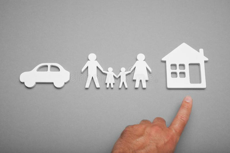 Προστατεύστε την έννοια εγχώριας ζωής, αυτοκίνητο, οικογένεια στοκ εικόνες