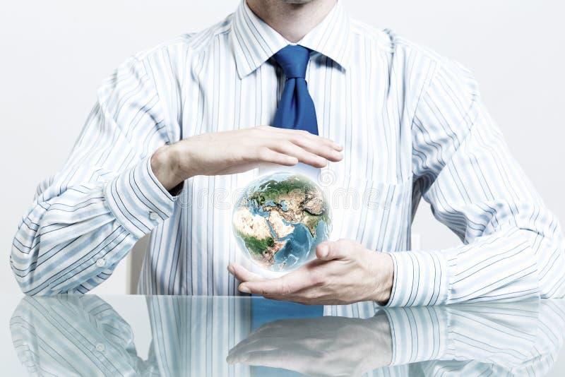 Προστατεύστε τη ζωή στο γήινο πλανήτη στοκ εικόνα με δικαίωμα ελεύθερης χρήσης