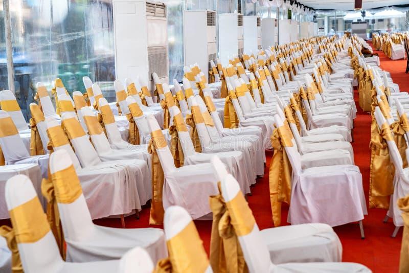 Προσωρινή εσωτερική σκηνή κλιματιστικών μηχανημάτων για το υπαίθριο γεγονός στην ημέρα Οι εσωτερικές σκηνές καλύπτουν το κόκκινο  στοκ φωτογραφία