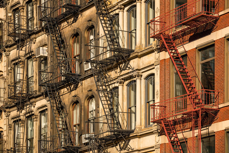 Προσόψεις οικοδόμησης Soho και έξοδοι κινδύνου, πόλη της Νέας Υόρκης στοκ εικόνες