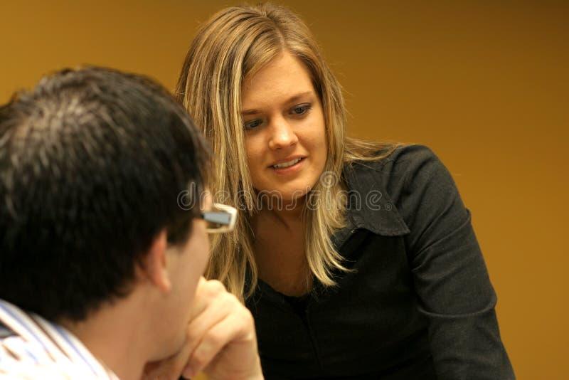 Προϊστάμενος σε μια συνεδρίαση στοκ εικόνες με δικαίωμα ελεύθερης χρήσης