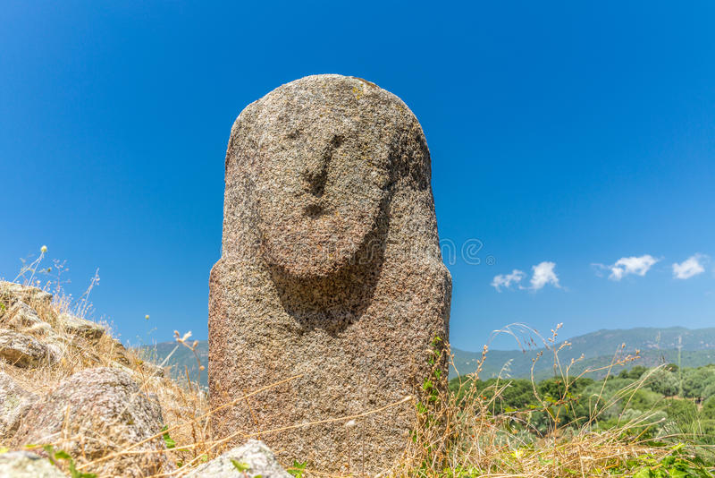Προϊστορικά αγάλματα στους λόφους της Κορσικής - 1 στοκ εικόνα