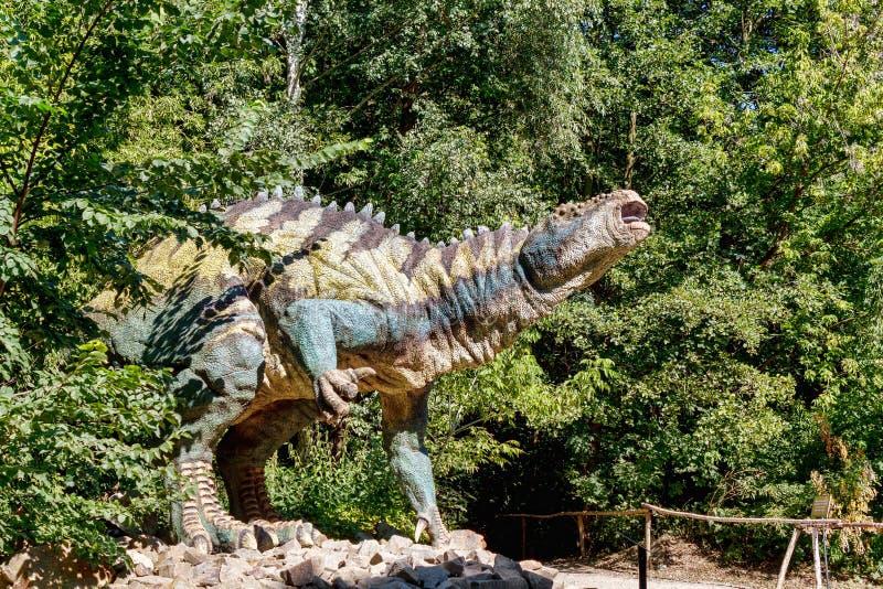 Προϊστορικός δεινόσαυρος στο περιβάλλον φύσης στοκ φωτογραφία με δικαίωμα ελεύθερης χρήσης
