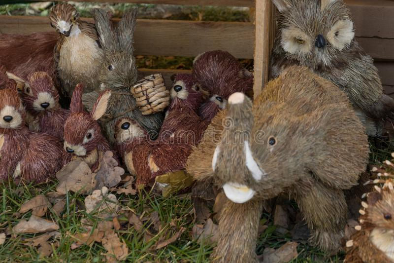 Προϊόντα αχύρου, κόσμημα υπό μορφή διάφορων ζώων στοκ εικόνες