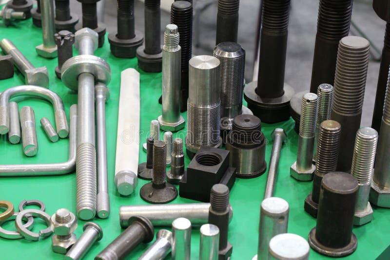 Προϊόντα μετάλλων που γίνονται σε μεταλλουργικές εγκαταστάσεις Παραγωγή του υλικού στοκ φωτογραφία