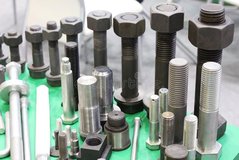 Προϊόντα μετάλλων που γίνονται σε μεταλλουργικές εγκαταστάσεις Παραγωγή του υλικού στοκ φωτογραφίες με δικαίωμα ελεύθερης χρήσης