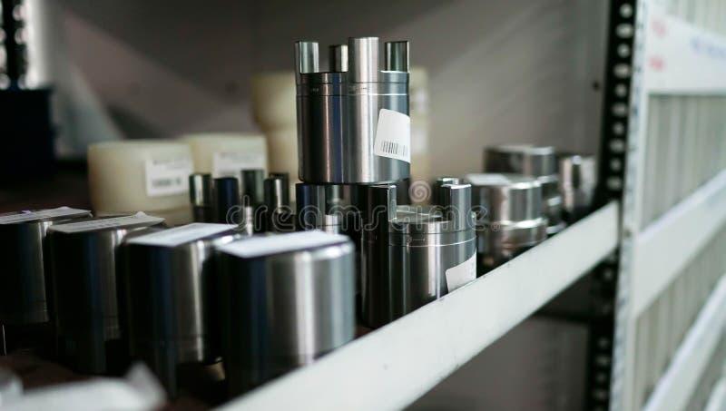 Προϊόντα μετάλλων Shelfs στοκ εικόνες με δικαίωμα ελεύθερης χρήσης