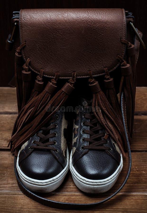 Προϊόντα παπουτσιών και δέρματος τσαντών στοκ εικόνες