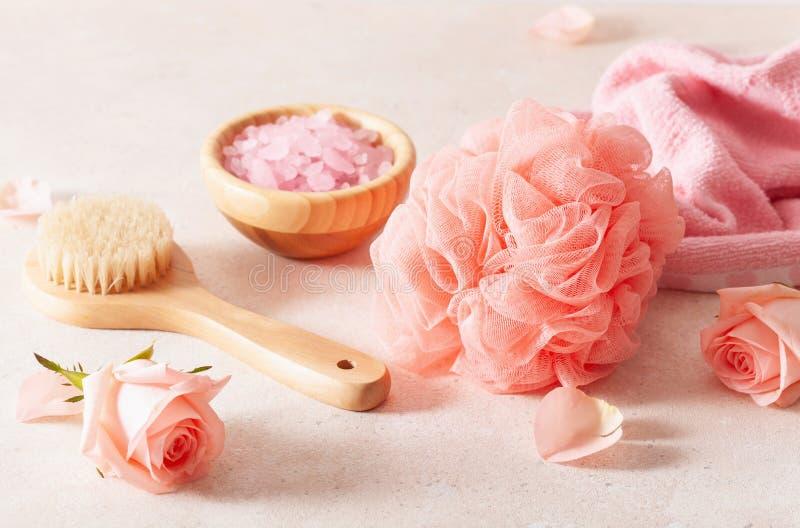 Προϊόντα Skincare και άνθη τριαντάφυλλων φυσικά καλλυντικά για οικιακή χρήση spa στοκ εικόνα