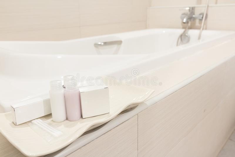 Προϊόν για το λουτρό στην μπανιέρα στοκ φωτογραφία με δικαίωμα ελεύθερης χρήσης