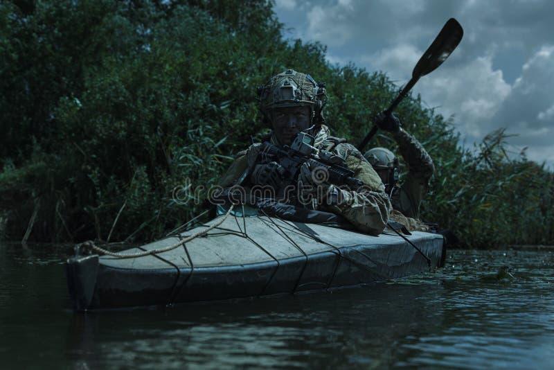 Προδιαγραφή ops στο στρατιωτικό καγιάκ στοκ εικόνες με δικαίωμα ελεύθερης χρήσης