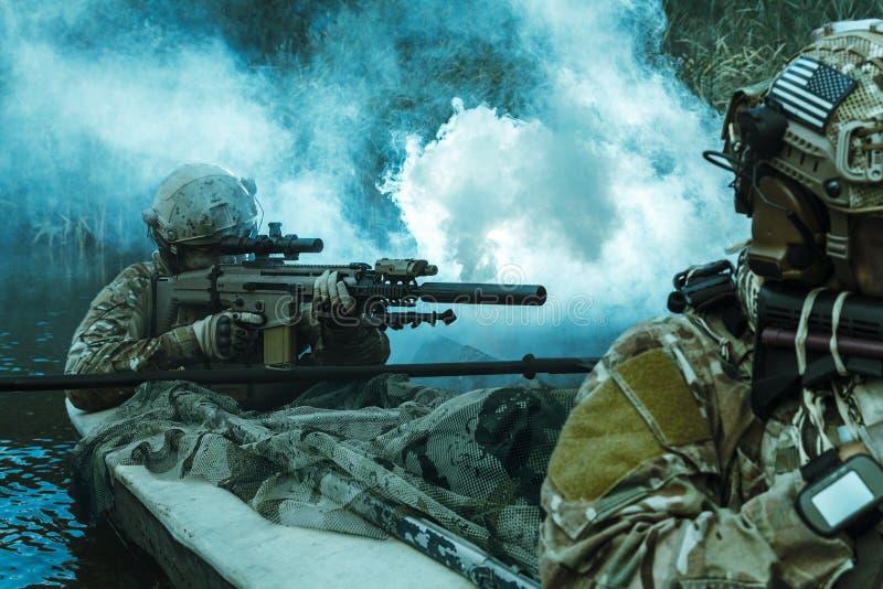 Προδιαγραφή ops στο στρατιωτικό καγιάκ στοκ εικόνες