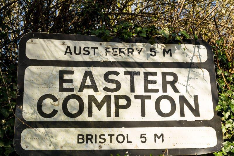 Προ-worboys-προ παλαιό οδικό σημάδι για Πάσχα Compton συμπεριλαμβανομένου Aust Ferr στοκ εικόνα