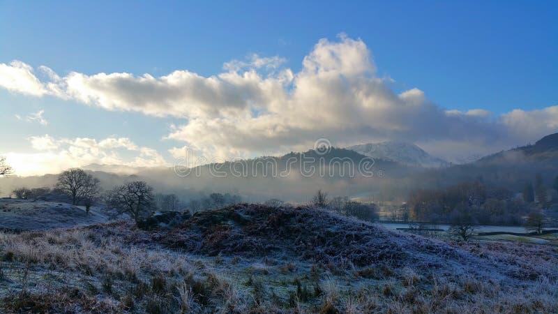 Πρωί της Misty στην περιοχή λιμνών στοκ εικόνες