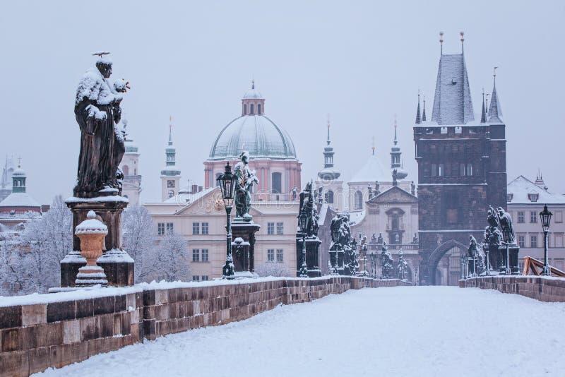 Γέφυρα του Charles το χειμώνα, Πράγα στοκ εικόνα με δικαίωμα ελεύθερης χρήσης